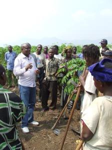 Charles Cikomola rencontre un groupement de femmes du Kivu